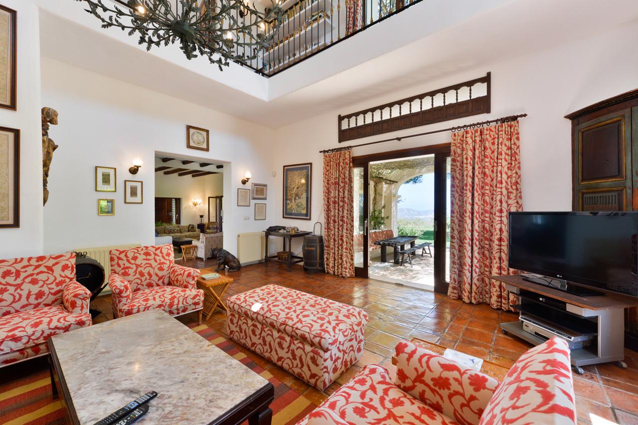 Gran villa de 7 habitaciones con terreno y vistas for Habitaciones sobre el mar