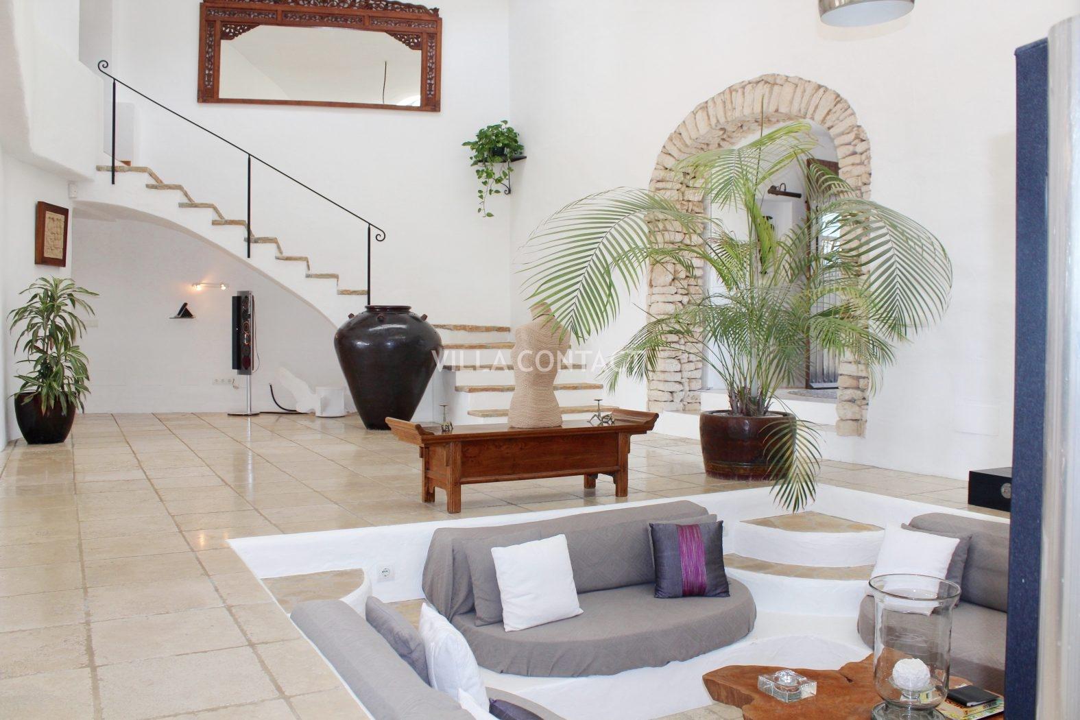 Finca sobre colina de 6 habitaciones en venta con piscina for Habitaciones sobre el mar