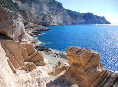 (English) Ibiza by boat – off the beaten track