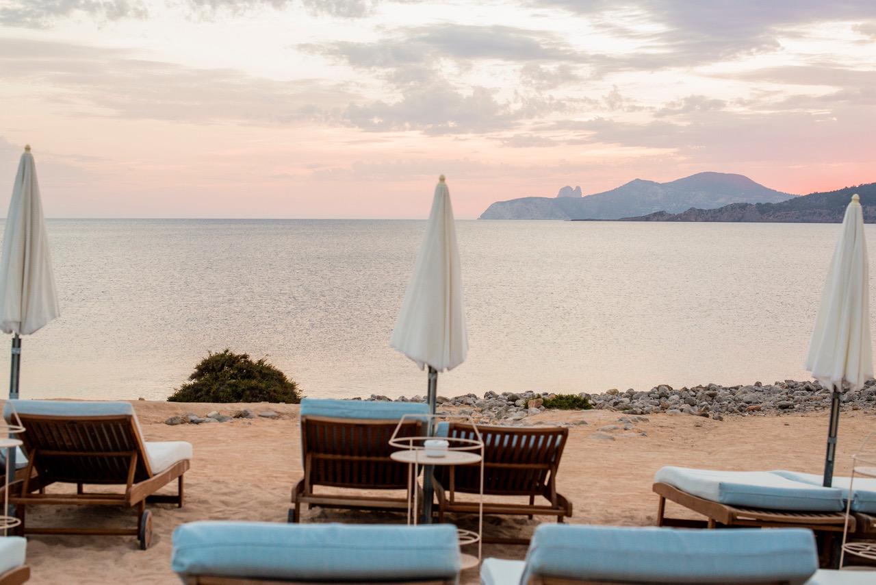 Best spots for sunset cocktails